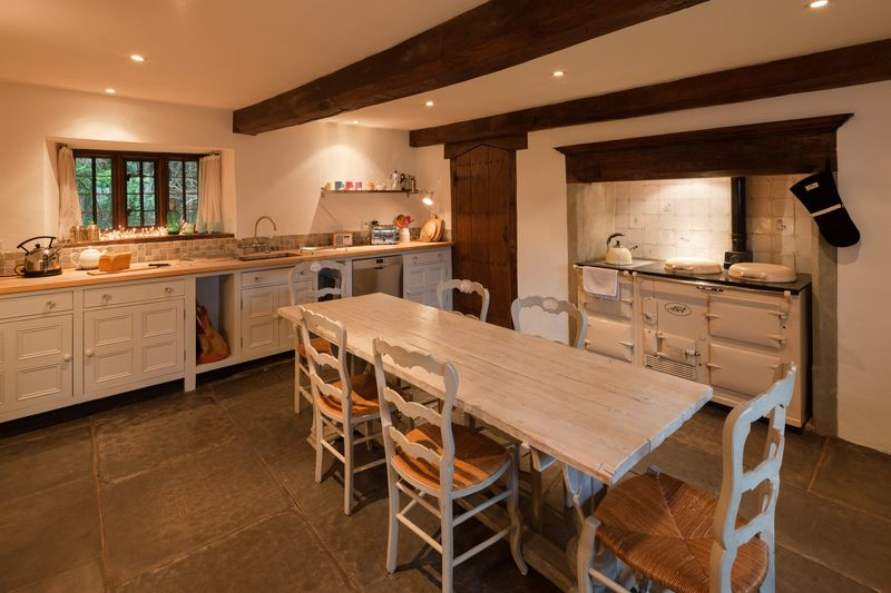 Sociable dining kitchen with Aga