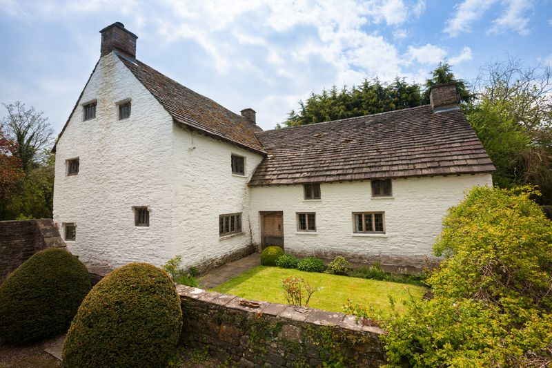 16th century Hall House Millbrook