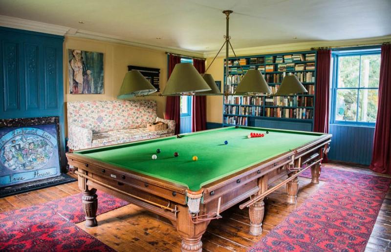Jbedfordpool-roomgallery-main-house-w900h600