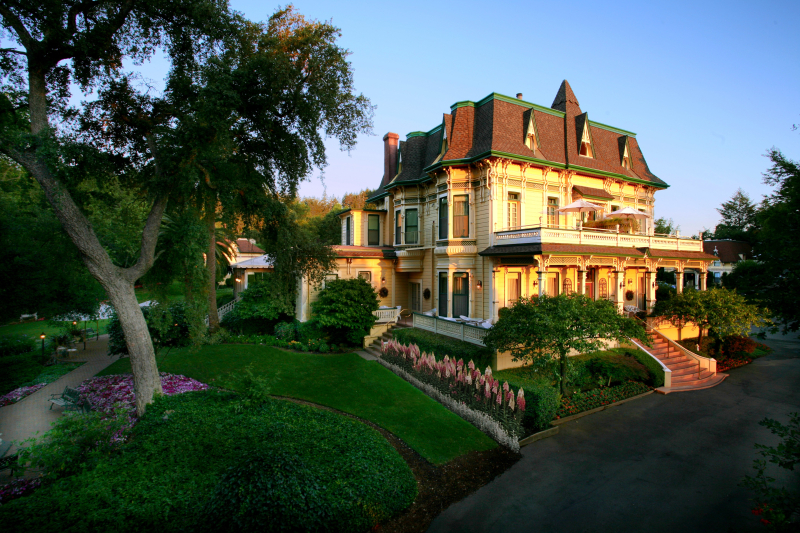 Accommodations_Madrona_Manor_exterior_Sonoma_County_001